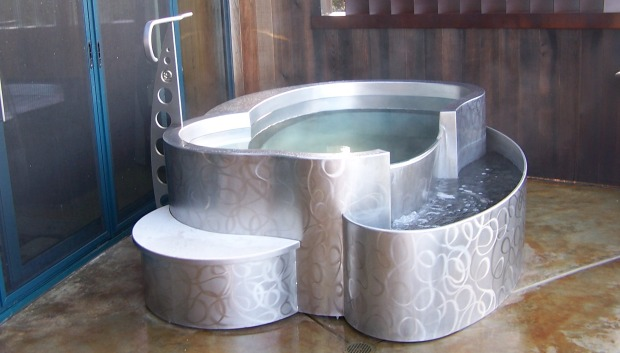 Curved Stainless Steel Swimming Pools | The Chicago Curve